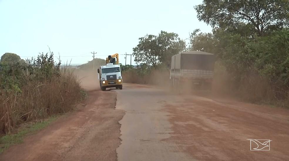Motoristas reclamam das péssimas condições de tráfego na MA-006. (Foto: Reprodução/TV Mirante)