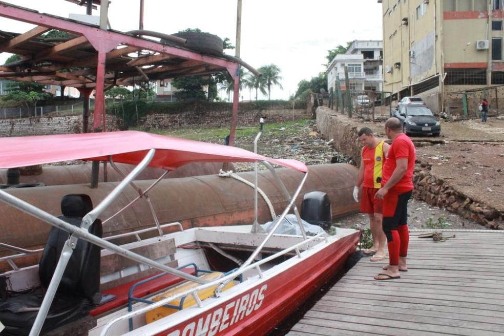 Por volta das 7h15 deste sábado (28), o corpo dele foi encontrado no bairro Educandos, também na Zona Sul. Por conta da forte correnteza durante o temporal, a vítima foi arrastada ao longo do igarapé. — Foto: Eliana Nascimento/G1 AM
