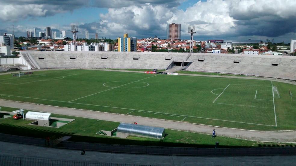 Estádio Amigão vai ser o palco do encontro entre Campinense e Flamengo de Arcoverde (Foto: Expedito Madruga / GloboEsporte.com)