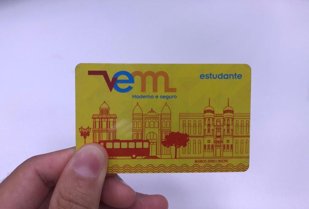 Vale Eletrônico Metropolitano (VEM) é usado para pagar passagens de ônibus e metrô no Grande Recife  — Foto: Pedro Alves/G1