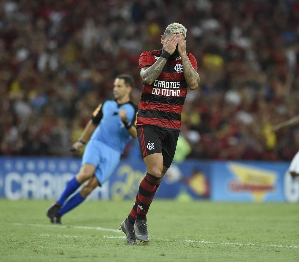 Gabigol continua sendo o único dos reforços que ainda não desencantou — Foto: André Durão