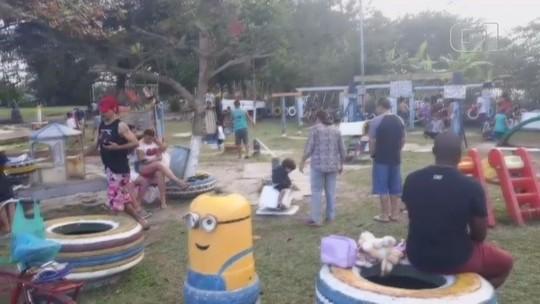 Idoso transforma em parquinho praça abandonada no litoral de SP