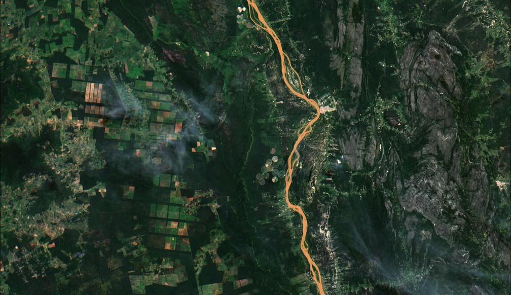 Foto em cor verdadeira mostrando ao município de Ibotirama, BA, o Rio São Francisco, e entornos. — Foto: Divulgação/ Inpe