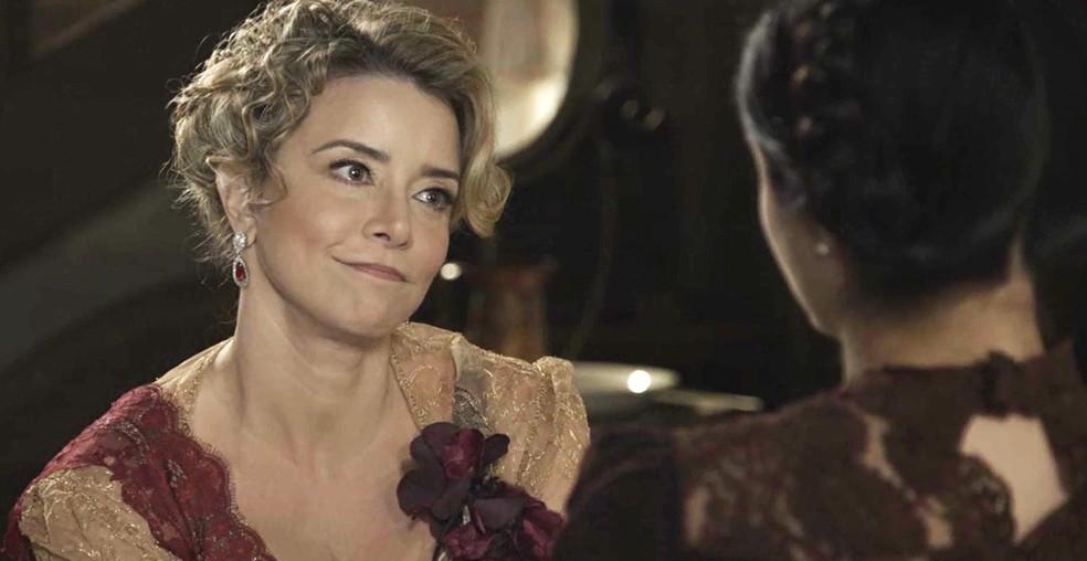 Josephine quer Fani ao seu lado na Mansão, mas faz um pedido especial para a moça  (Foto: TV Globo)