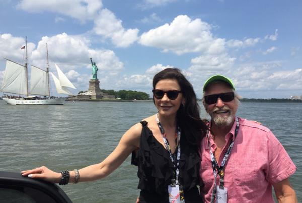 A atriz Catherine Zeta-Jones com o marido, o ator Michael Douglas (Foto: Instagram)