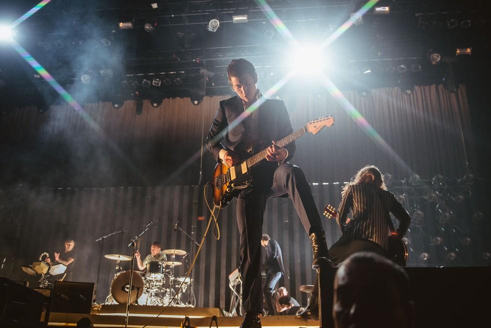 Arctic Monkeys faz show eficiente para plateia dedicada do ...