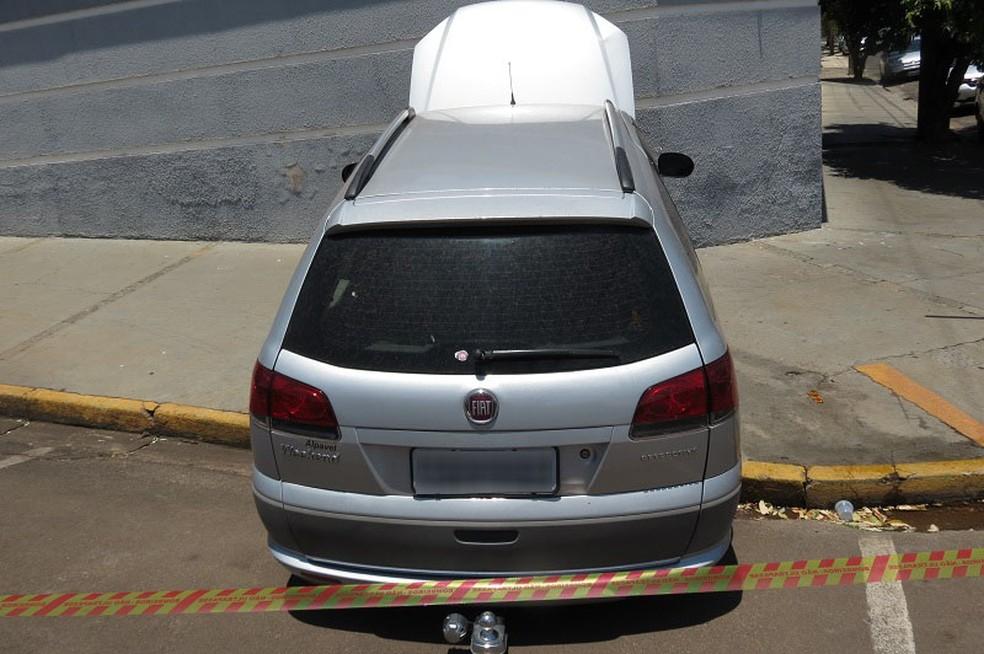 Mulher perdeu o controle da direção e bateu carro em muro, em Dracena — Foto: Jorge Zanoni/Cedida