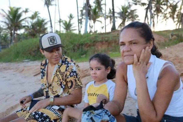 Tierry com a mãe (Foto: Divulgação)