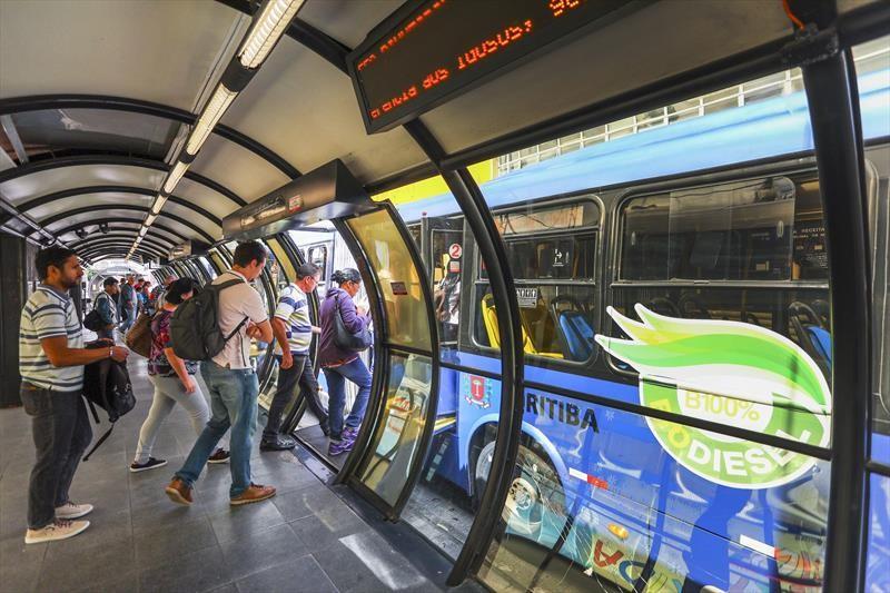 Curitiba sanciona lei que que combate importunação sexual no transporte público