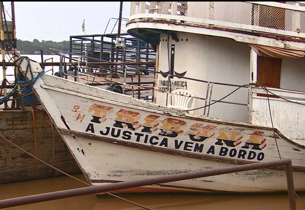 -  Barco doado para Ueap foi cedido para Colônia de Pescadores da Ilha de Santana  Foto: Reprodução/Rede Amazônica
