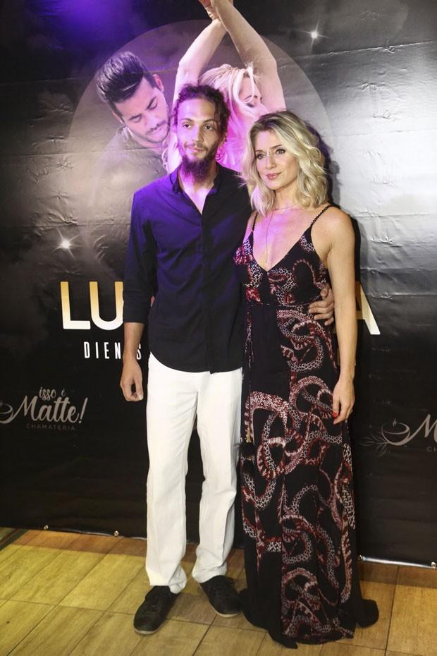Leticia Spiller e seu namorado