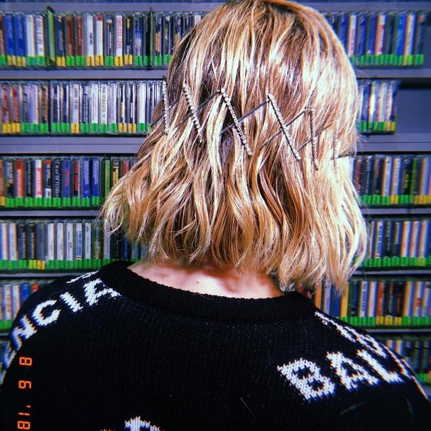 Penteados com grampos  (Foto: Reprodução/Instagram)