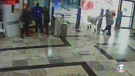 Vídeo mostra início da confusão que  resultou na morte de rapaz em mercado