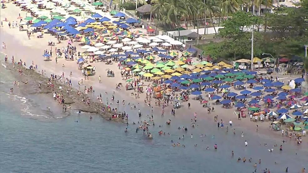 Vista aérea da praia em Porto de Galinhas, no Litoral Sul de Pernambuco, no feriado de 7 de setembro — Foto: Reprodução/TV Globo