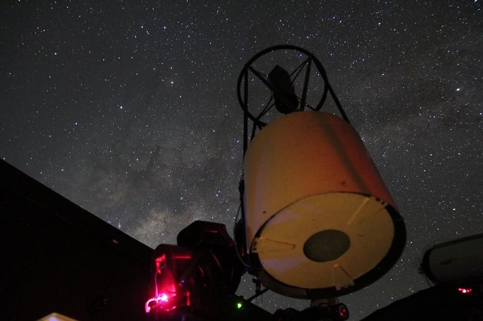 Telescópio do SONEAR monitora de Oliveira (MG) área no céu equivalente a nove luas cheias (Foto: Divulgação)