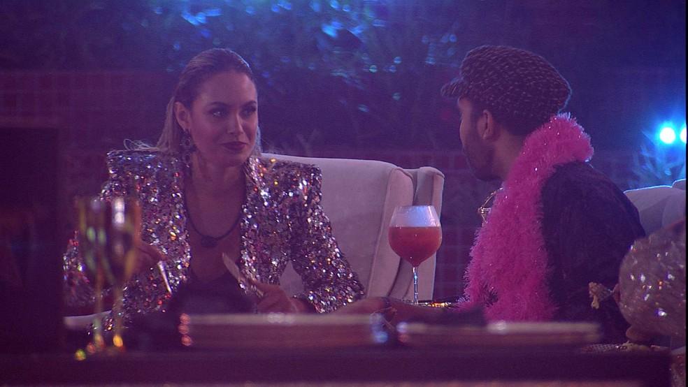 Sarah fala sobre sister no BBB21: 'Ela cria uns negócios na cabeça nada a ver' — Foto: Globo