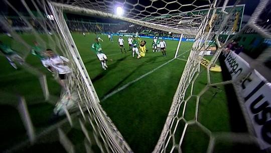 Gol sem querer de Jadson sela classificação do Corinthians
