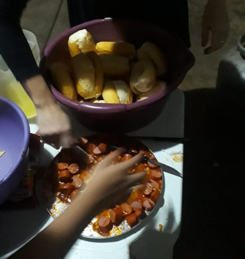 Família de adolescente de Tabatinga improvisa festa de 15 anos após buffet não aparecer  — Foto: Arquivo pessoal