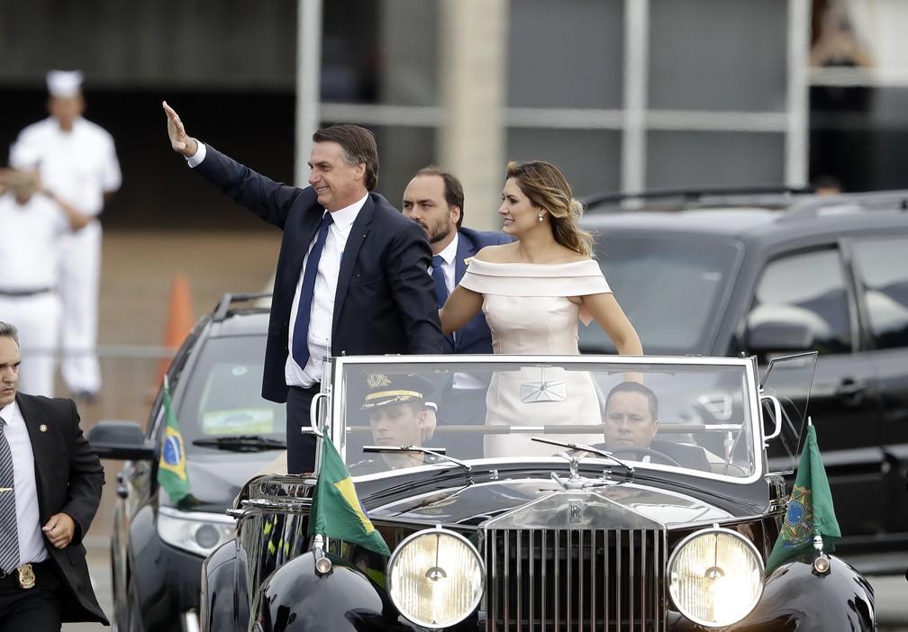 Jair Bolsonaro, e sua esposa, Michelle Bolsonaro  — Foto: Andre Penner/AP