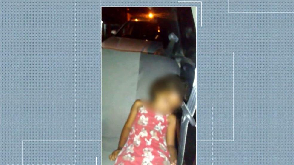 Criança foi esquecida no banco de trás de um carro de transporte por aplicativo, em João Pessoa — Foto: Reprodução/TV Cabo Branco