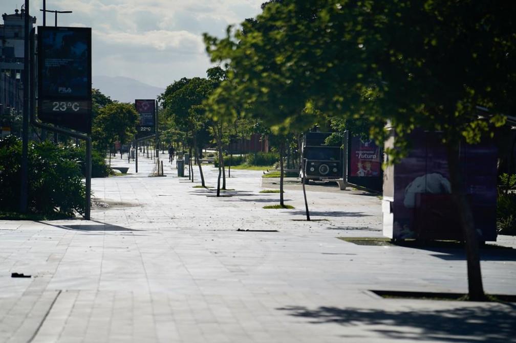 RIO DE JANEIRO - Boulevard Olímpico, na Praça Mauá, é visto deserto nesta terça-feira (24) — Foto: Marcos Serra Lima/G1