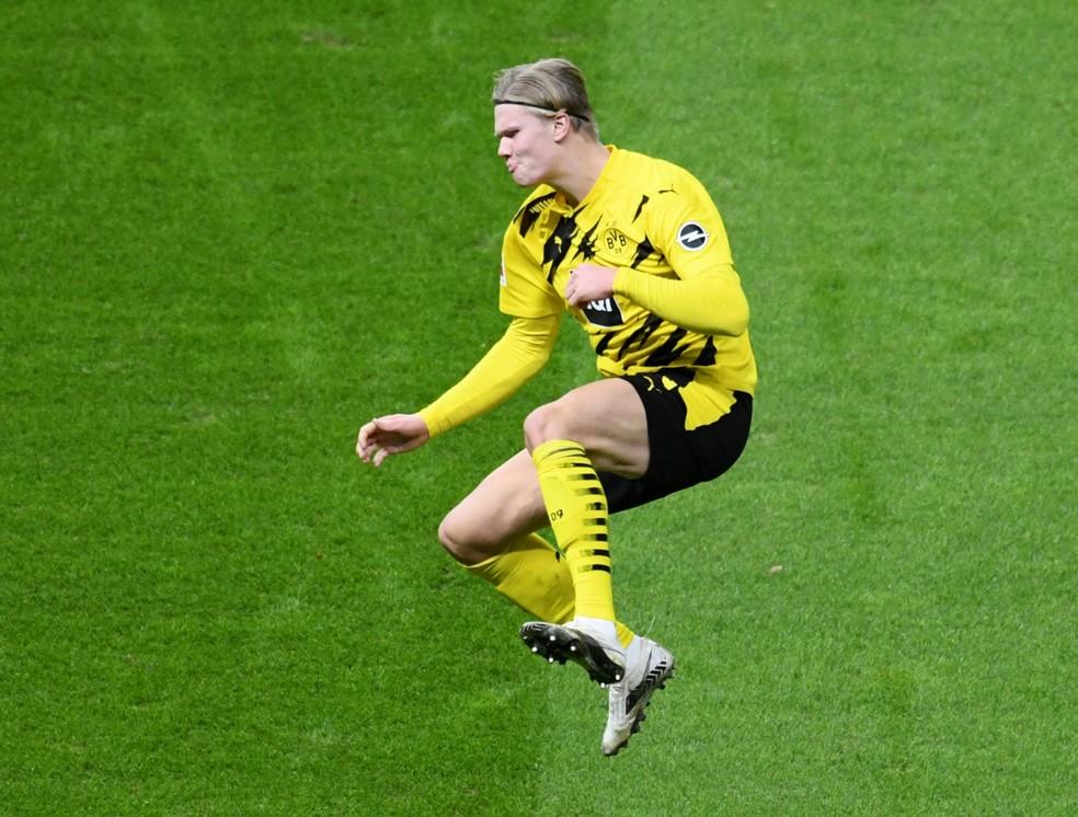 Haaland fez quatro gols no Hertha Berlin no último sábado — Foto: REUTERS/Annegret Hilse