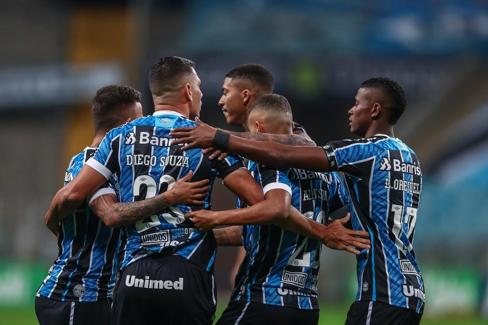 Jogadores do Grêmio comemoram gol em vitória sobre o Novo Hamburgo — Foto: Lucas Uebel/Grêmo