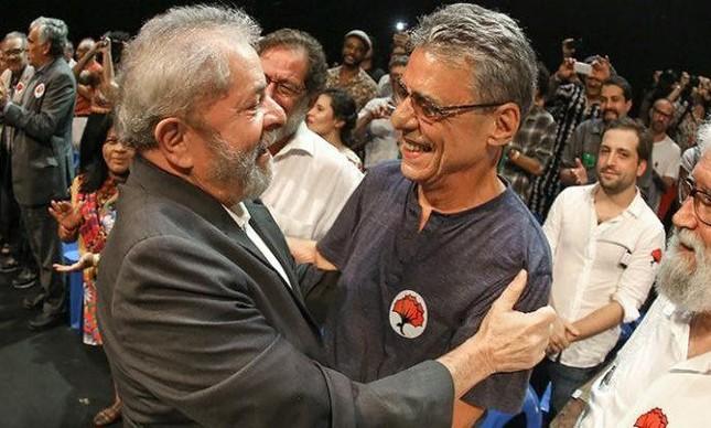 Chico Buarque e Lula e ato de apoio ao ex-presidente