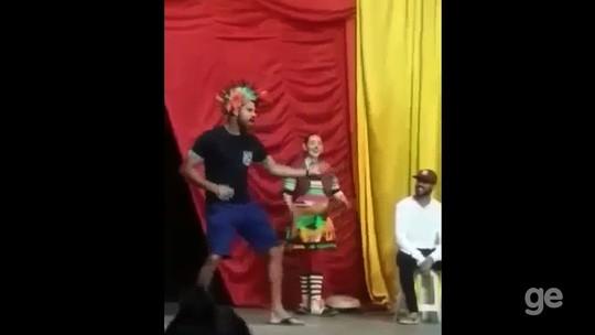 Enquanto aguarda futuro, Diego Costa se diverte em circo, em Lagarto