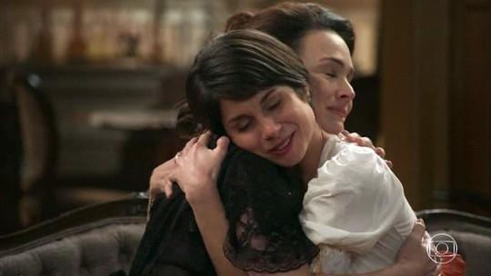 Julieta revela à Mariana que mecha branca em seus cabelos é marca do passado e cena sensibiliza internautas