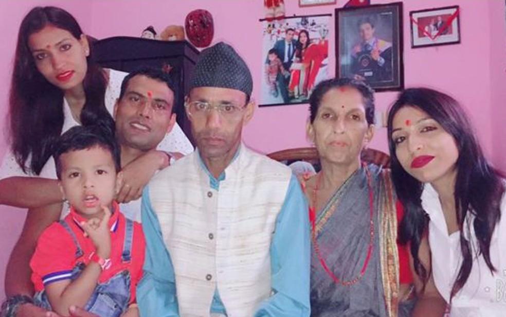 A família de Nitu Karki aceitou o casamento dela com Balaram, mas os pais dele não recebem a nora em casa e não sentam à mesa com o neto, porque ela não é da mesma casta deles (Foto: Arquivo pessoal)