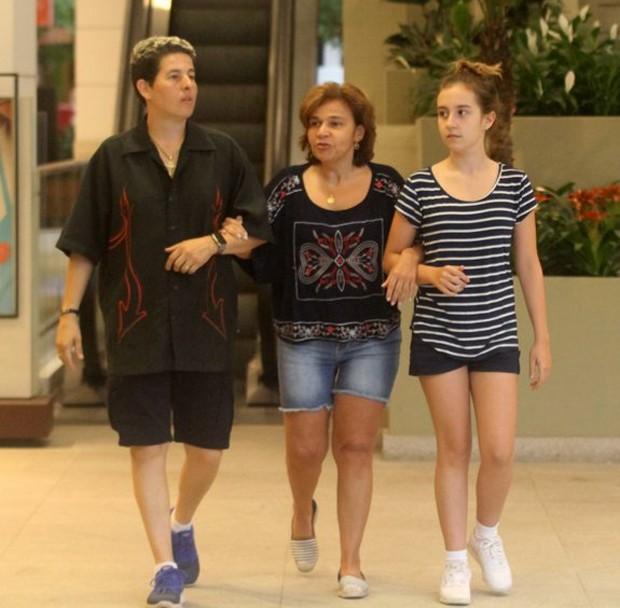 Claudia Rodrigues com a empresária Adriane Bonato e da filha Iza (Foto: Daniel Delmiro/AgNews)