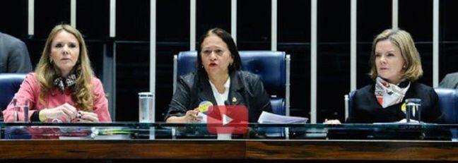 As senadoras  Vanessa Grazziotin, Fátima Bezerra e Gleisi Hoffman  ocupam a Mesa Diretora do Senado