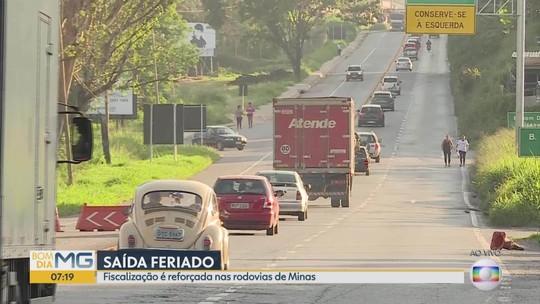 Rodovias têm trânsito intenso na saída para o feriado na Grande BH