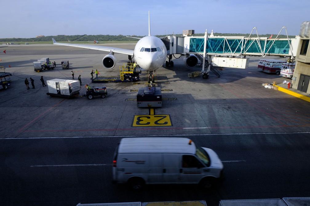 Airbus A330 da Air France é visto no Aeroporto Internacional Simón Bolívar, em imagem de arquivo (Foto: Thierry Monasse/dpa/AFP)