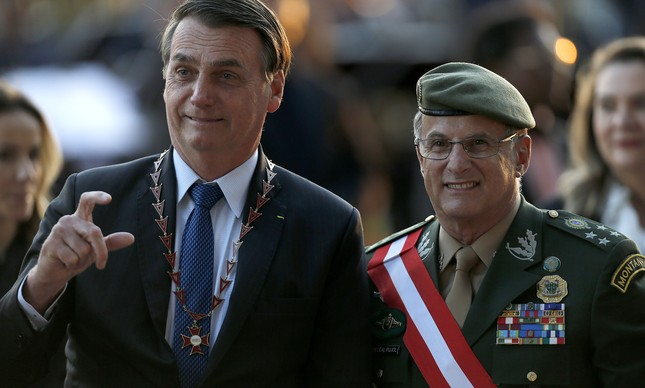 Jair Bolsonaro e o general Edson Pujol em solenidade do TST
