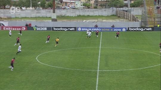 Guto comemora ponto do Sport em Pelotas e reclama de faltas e postura da arbitragem