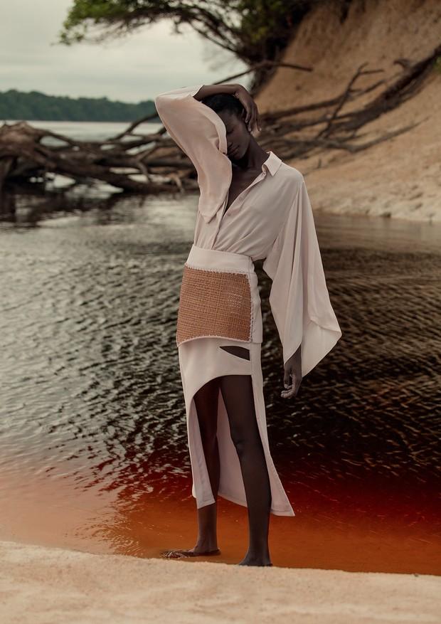 Editorial fotografado na Comunidade Ribeirinha de Careiro, na região de Manaus (Foto: Mar+Vin/Arquivo Vogue)