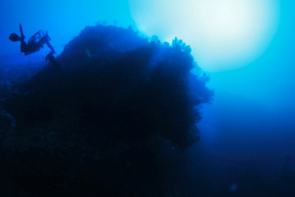 Os escombros da suposta nave alienígena encontrados pelo apresentador de TV e caçador de relíquias Darrell Miklos (Foto: Divulgação)