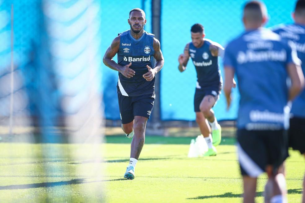 Paulo Miranda em treino do Grêmio no retorno às atividades — Foto: Lucas Uebel / Grêmio FBPA
