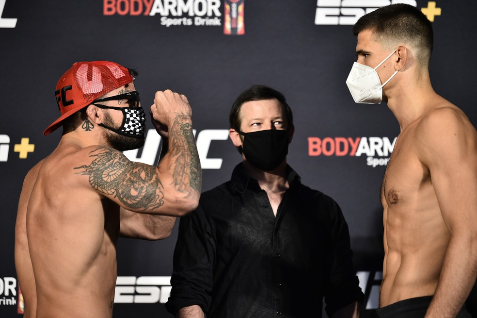 Mike Perry provoca Mickey Gall na encarada do UFC: Poirier x Hooker — Foto: Getty Images