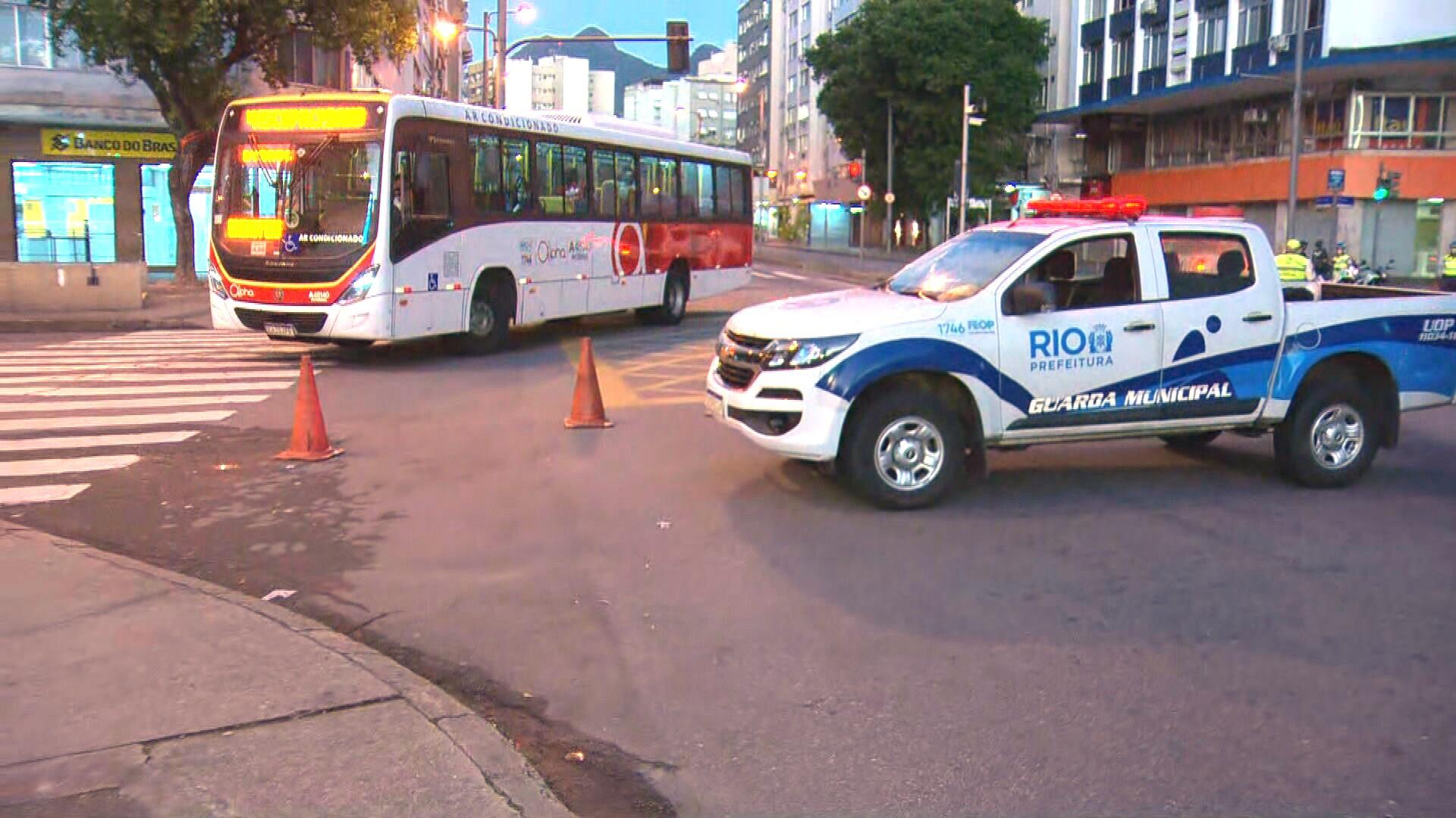 Prefeitura conclui nesta quarta instalação de barreiras em bairros do Rio