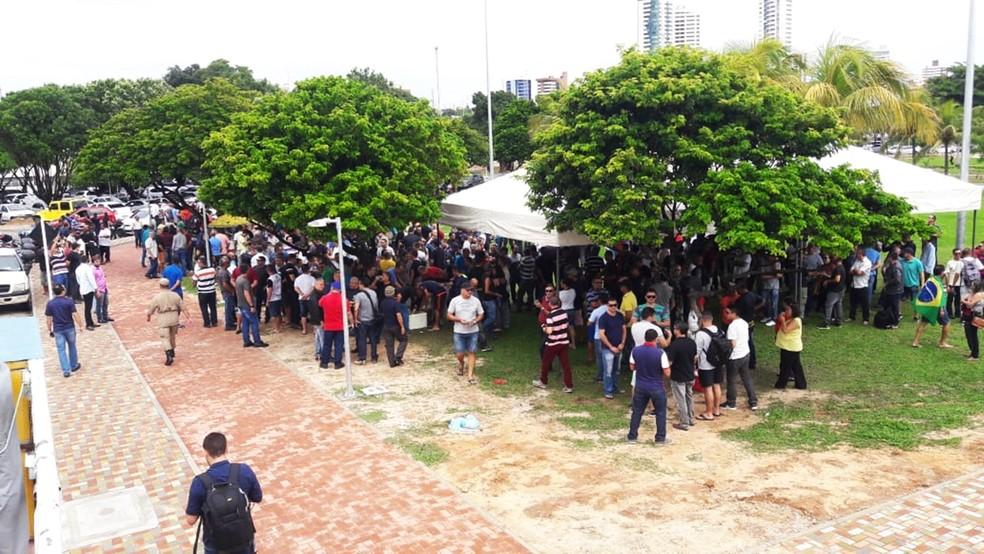 Policiais e bombeiros militares estão acampados na frente da Governadoria, no Centro Administrativo do Estado — Foto: Ednaldo Lima/Inter TV Cabugi