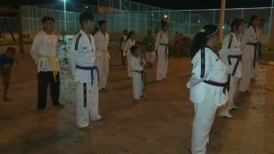 """Com materiais furtados, projeto social de taekwondo tem aulas em """"chão de tijojo"""" no Acre"""