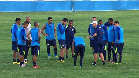 """Pronto e """"reforçado"""": Ailton Silva pode usar atletas que estão suspensos no estadual"""