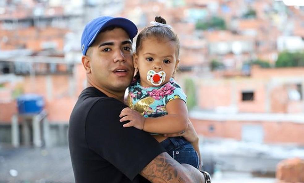MC Lele JP com a filha, Ana Clara — Foto: Reprodução / Instagram do cantor