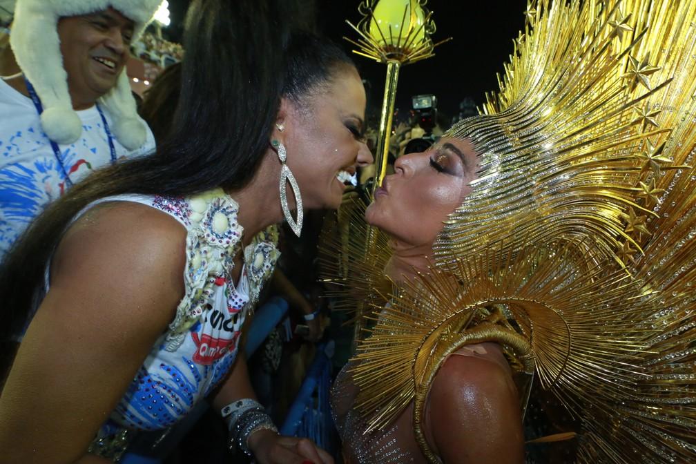 Vivi Araújo e Sabrina Sato na Sapucaí (Foto: Dilson Silva/AgNews)