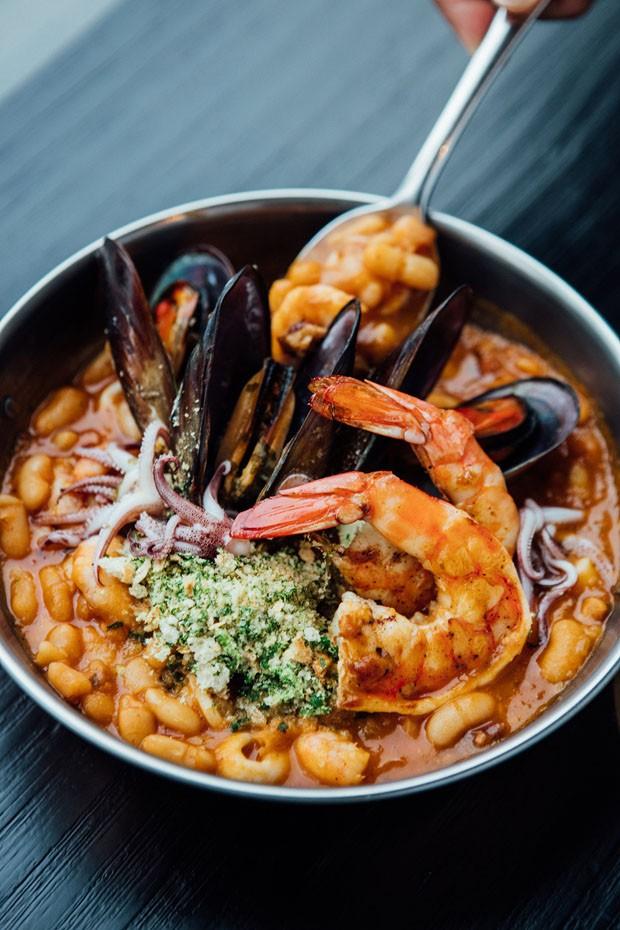 Cassoulet de frutos do mar: receita diferente do prato francês (Foto: Divulgação)