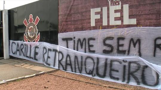 """Redação comenta protesto de corintianos pedindo ofensividade do time: """"Sofisticado"""""""