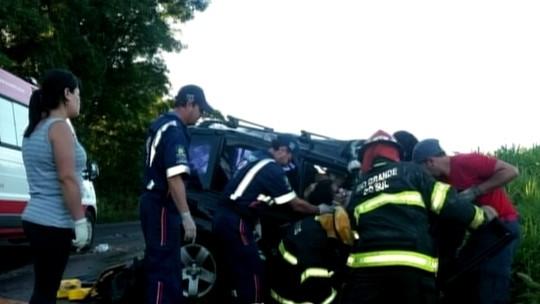 Colisão entre carro e caminhão deixa cinco mortos na ERS-324